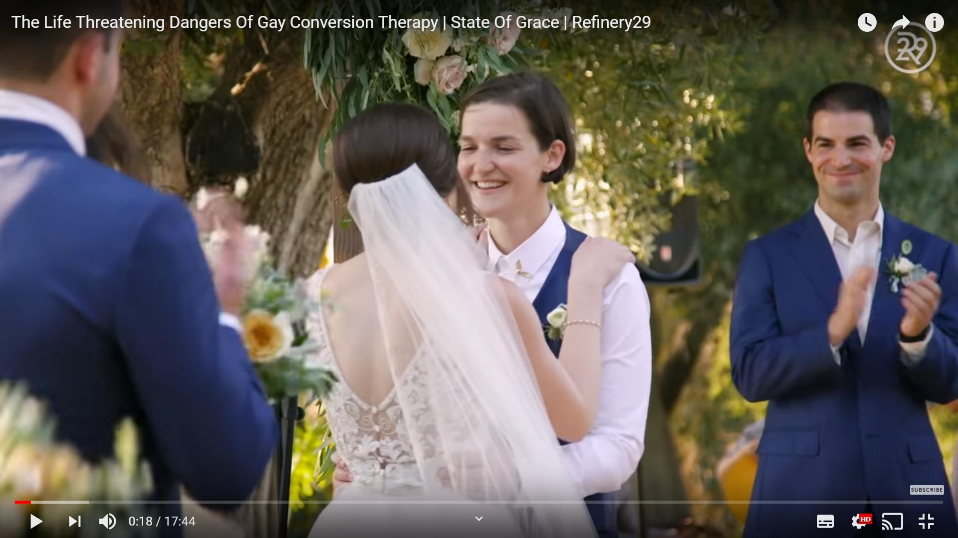 Ett Par vid en Vigsel. Två kvinnor gifter sig.